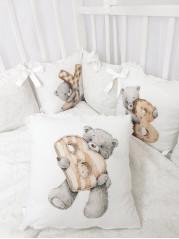 Набор в кроватку Мишка с алфавитом в белом дамаске